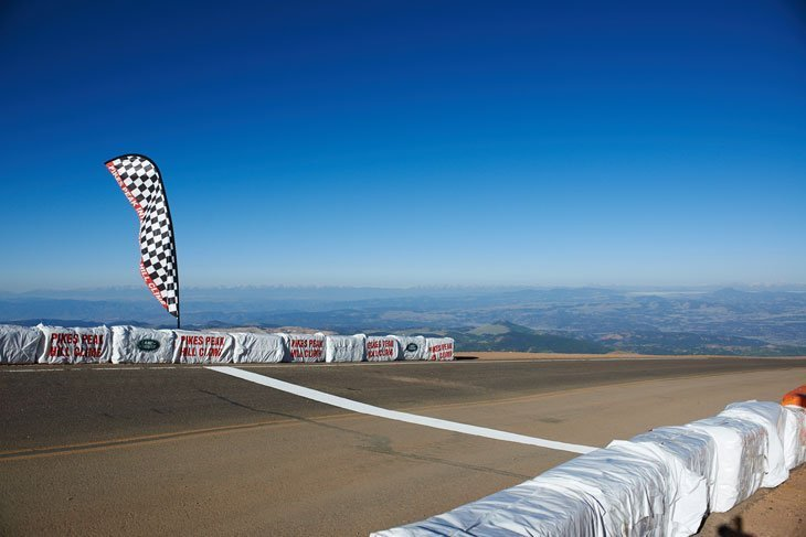 The New Range Rover Sport Sets A Pikes Peak Record 1