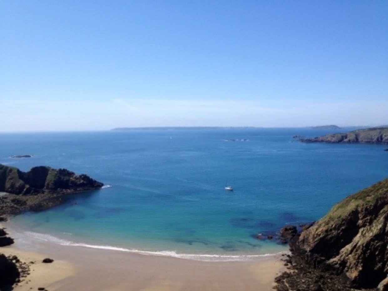 *waves* from Sark :) Looking out over to Guernsey