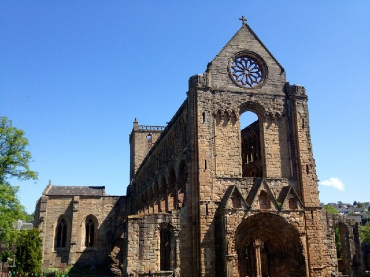 Good afternoon from Jedburgh Abbey :)