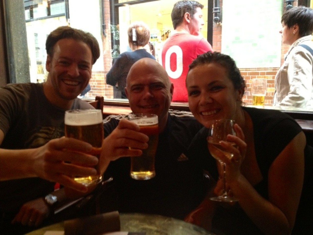 Warming up for the game.. In London with @reesaunders @melbtravel :) cheers!