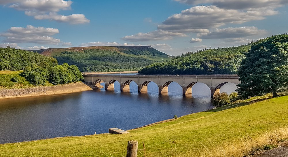 Ladybower-Reservoir.-start-of-walk Alport Castles Walk – Derbyshire Peak District