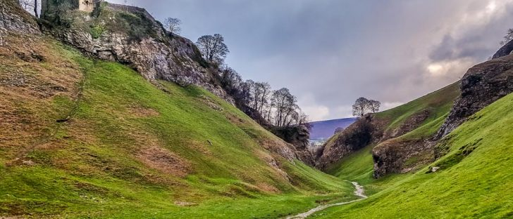 Peveril-Castle-overlooking-Cavedale-Derbyshire-728x312 Popular