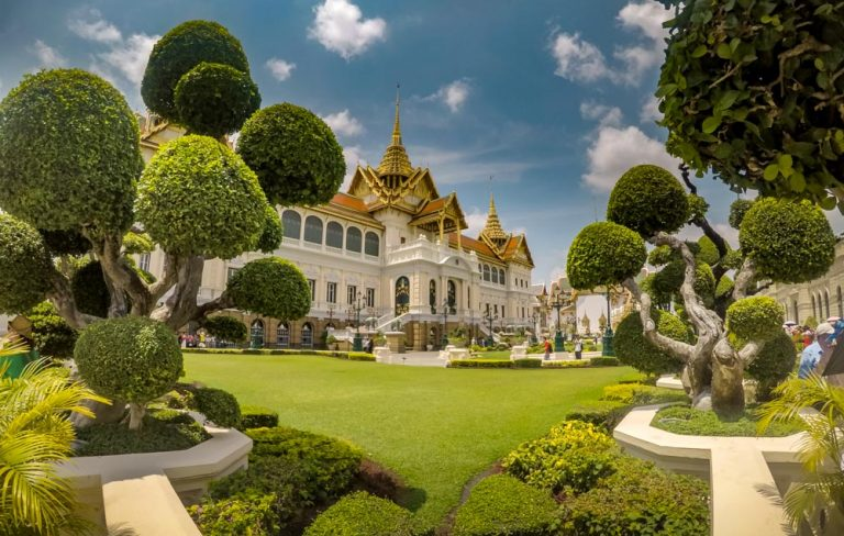The Bangkok Layover – Temples, Waterways, and Street Food in Thailand