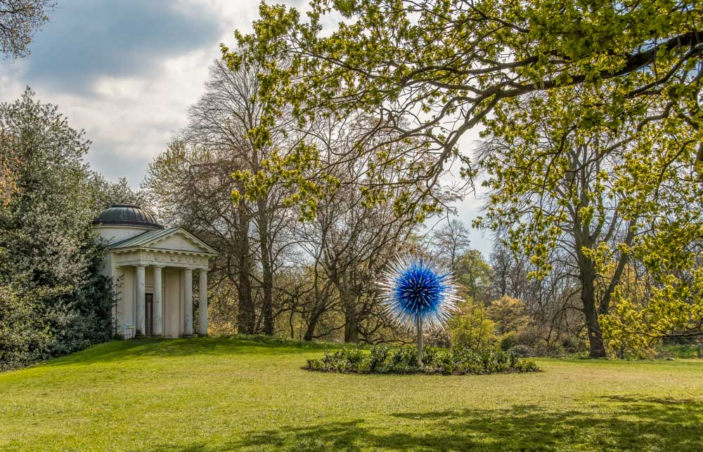 Sapphire-Star-Greeting-Lr Chihuly: Reflections on Nature at Kew Gardens