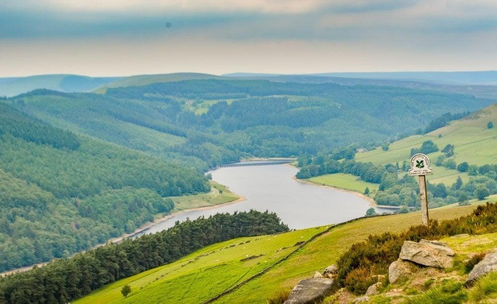 Derwent-Edge-views-over-Ladybower Walking to the Wheel Stones on Derwent Edge – Peak District