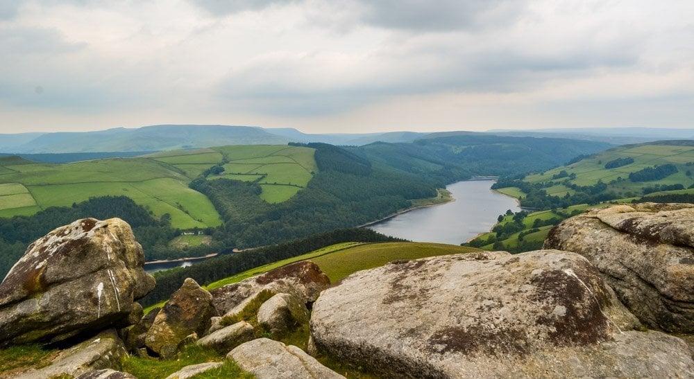 Derwent-edge-overlooking-Derwent-Valley Walking to the Wheel Stones on Derwent Edge – Peak District