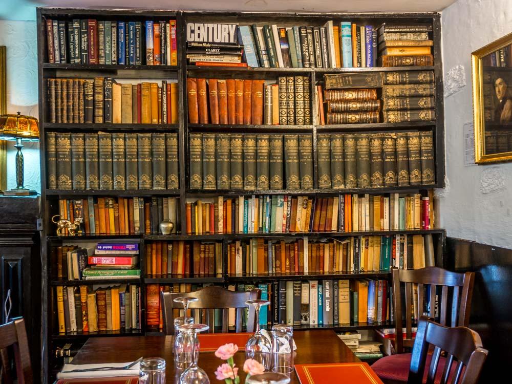 P5260824 The Allan Ramsay Hotel - Scotland's Literary Pub