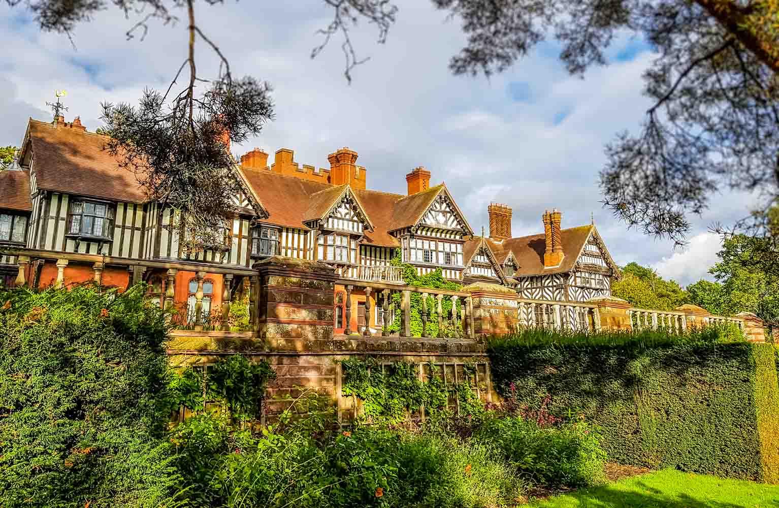 A Walk Around Wightwick Manor and Gardens 1