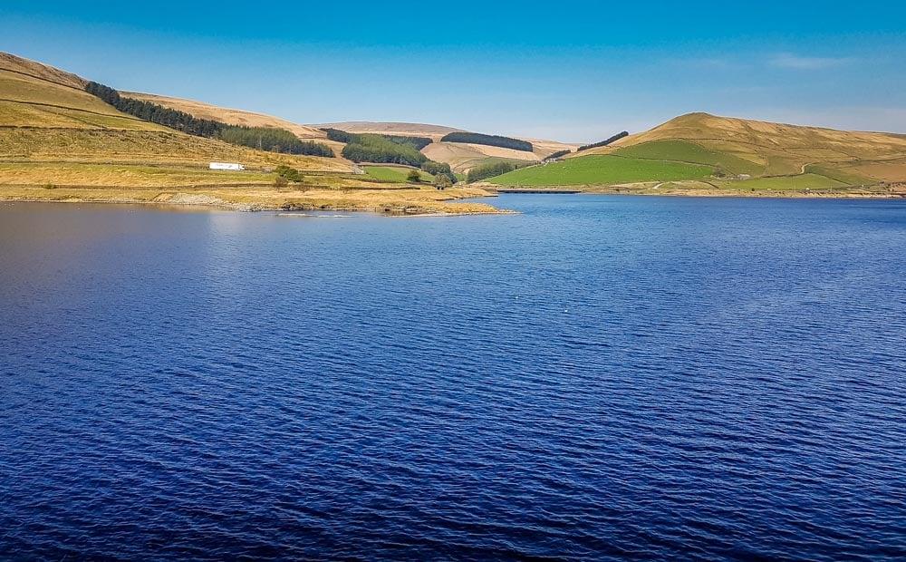 Reservoir-walk-on-a-blue-sky-day Torside And Woodhead Reservoir Walks – North Derbyshire