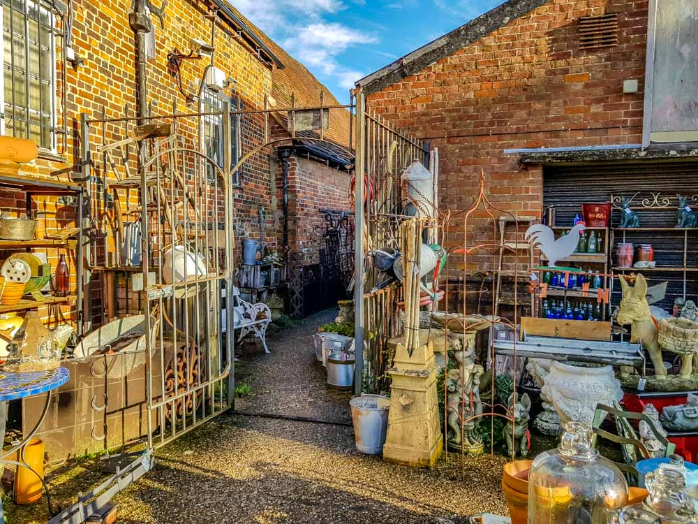 Antique-shop A Hungerford Walk Beside The Kennet & Avon Canal
