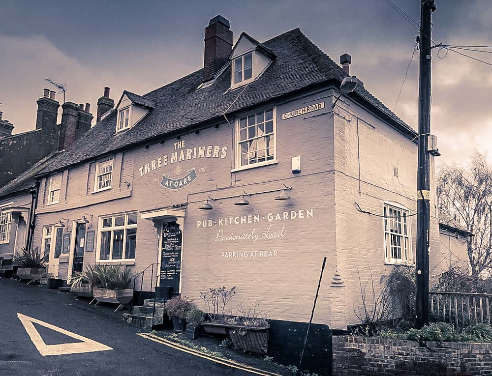 The Three Mariners pub in oare