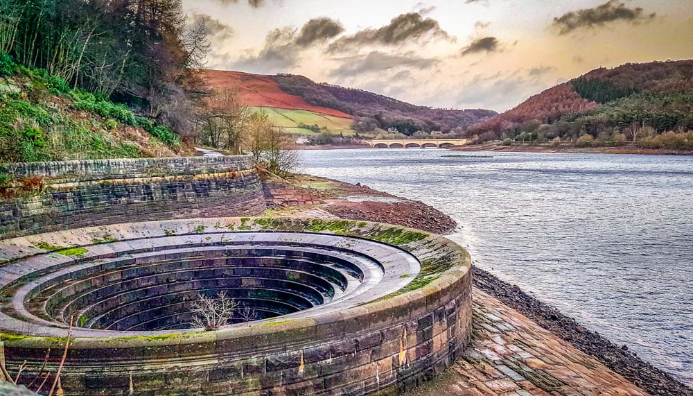 A-dry-plug-hole-at-Ladybower-reservoir_ Memories Of The Dry Derwent Dam Reservoirs
