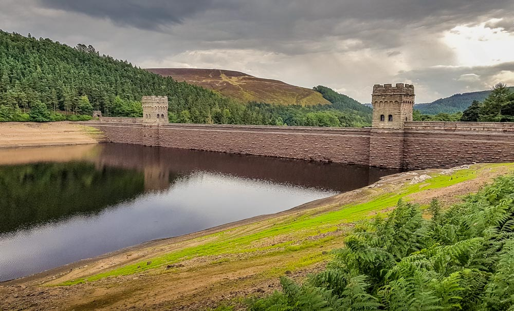 Howden-Dam-getting-lower Memories Of The Dry Derwent Dam Reservoirs