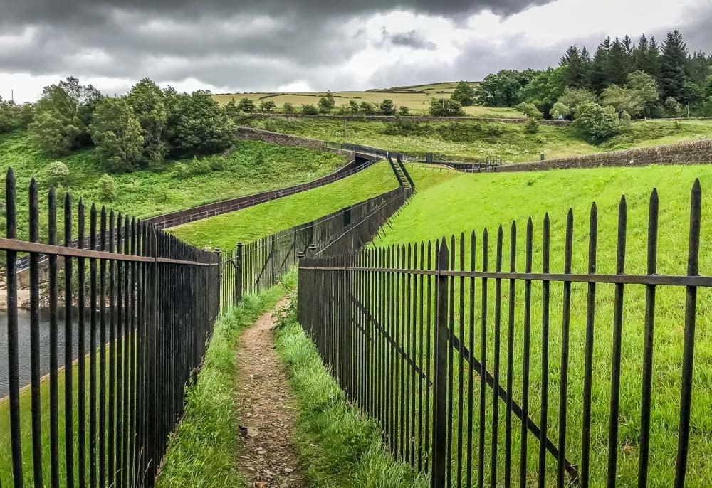 holme valley way fenced footpath
