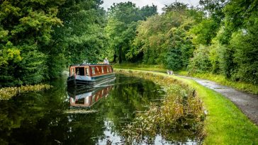 Leeds & Liverpool Canal Walk - Out To Bingley From Leeds