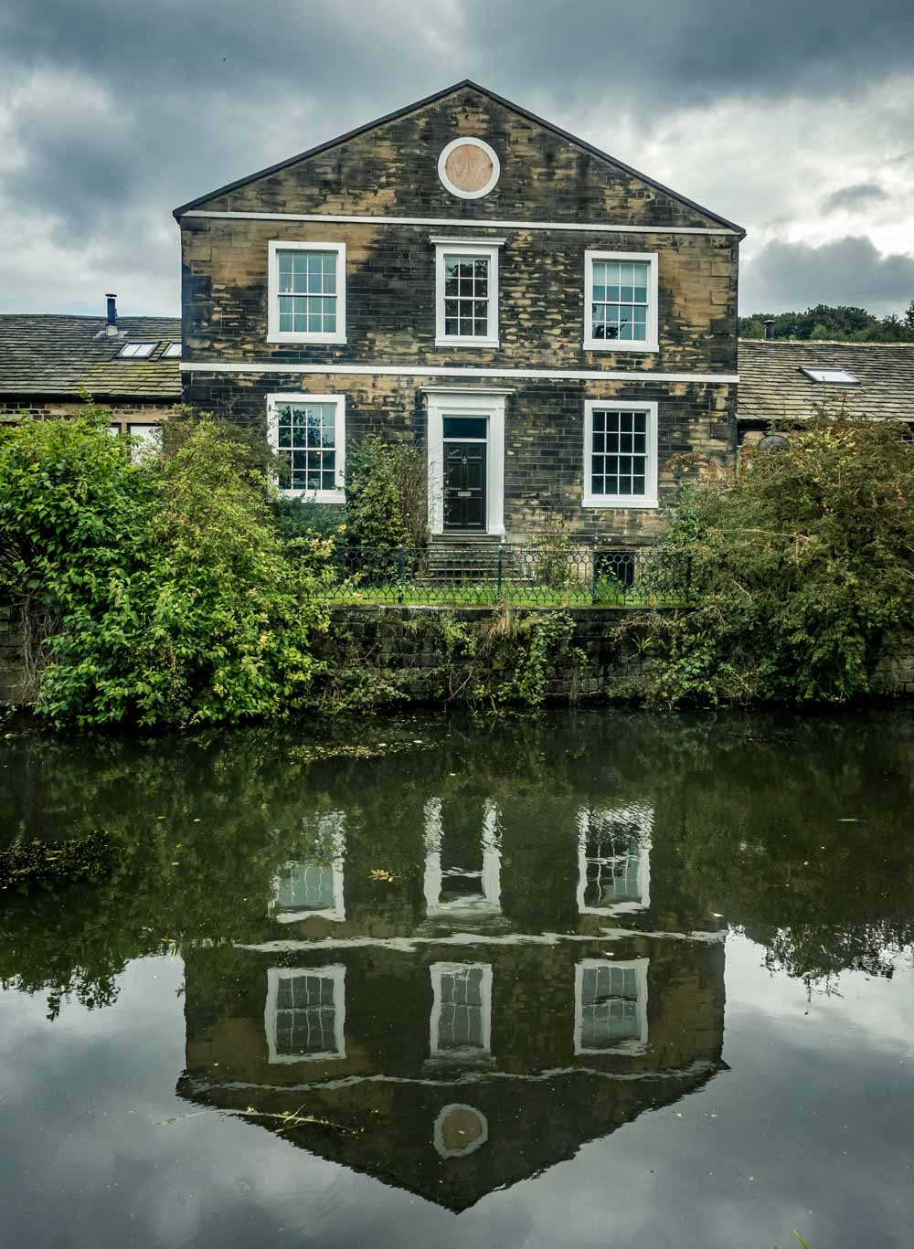 house on canal at apperley bridge