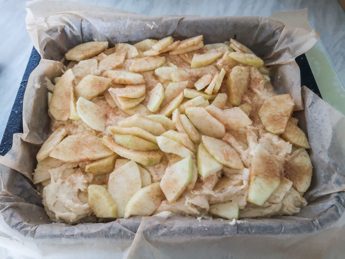2020-10-31-14.00.20 Simple Apple Traybake Recipe - A Sweet Treat