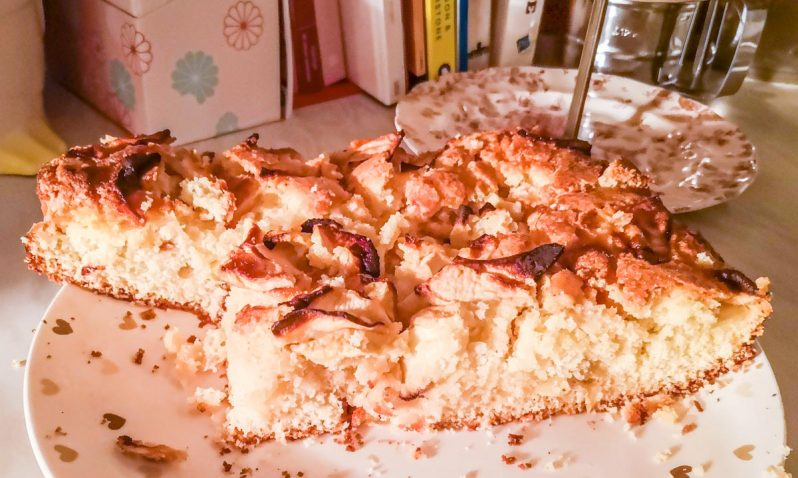 Simple Apple Traybake Recipe – A Sweet Treat