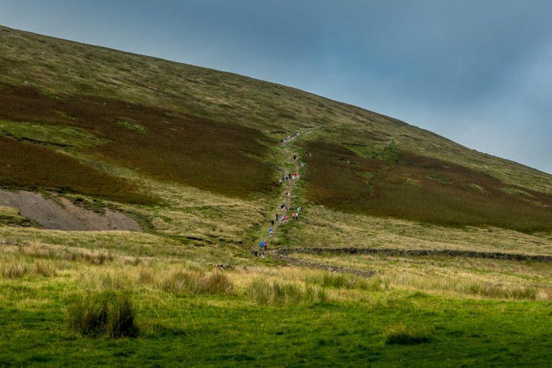 walk up pendle hill path