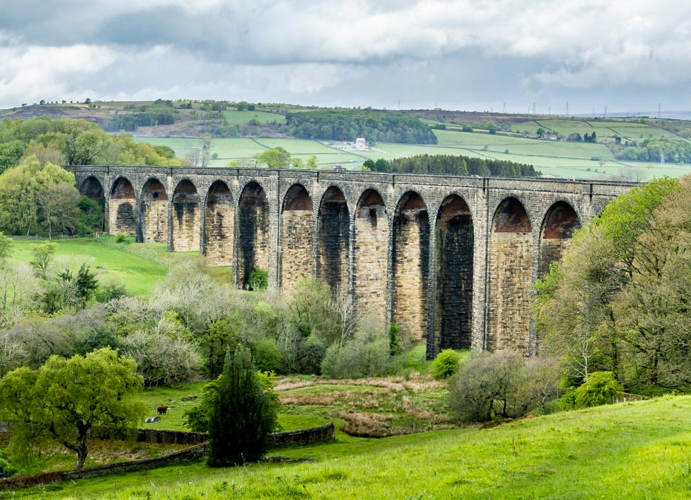 full view of hewenden viaduct