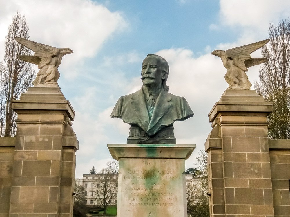 Entrance gates and Sir Jesse Boot sculpture
