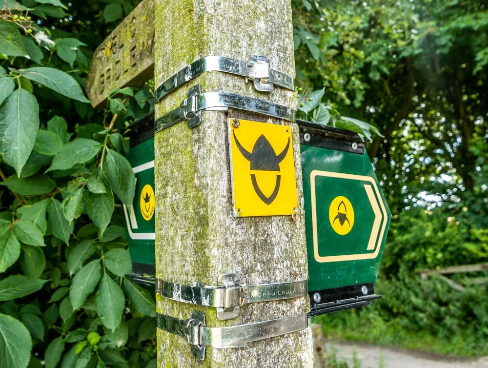 viking way sign post