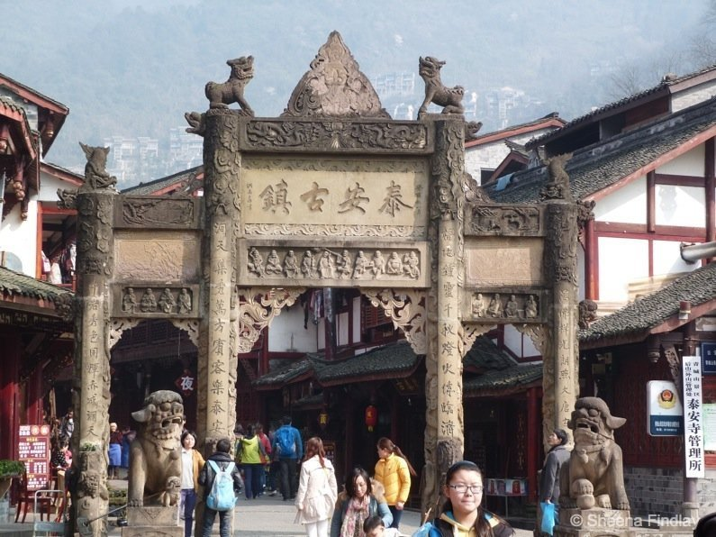 Archway at Tai An- china