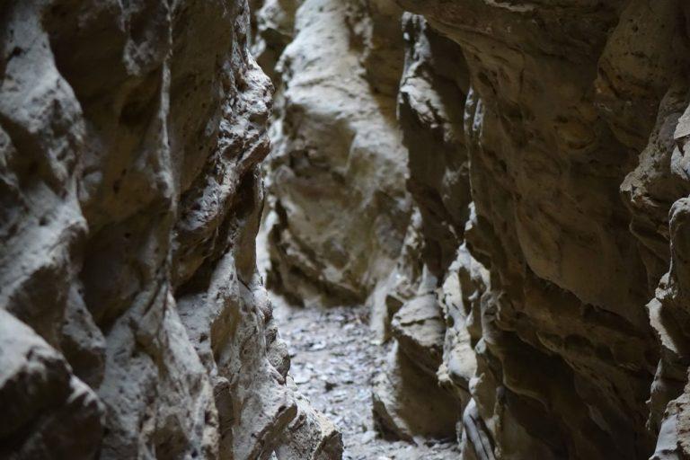 La Fessa of Smerillo: Through the cleft in the cliff