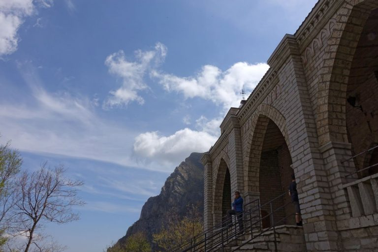 Hike through the Gorge dell'Infernaccio up to the Hermitage of San Leonardo