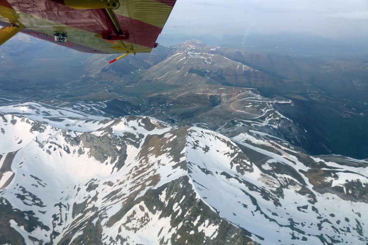 DSC037491 A low flight over the Sibillini Mountains