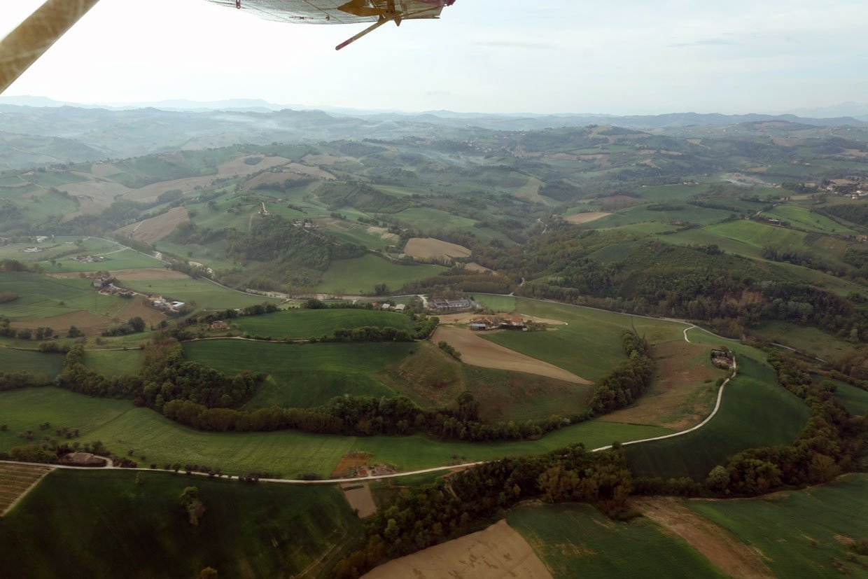 DSC037792 A low flight over the Sibillini Mountains