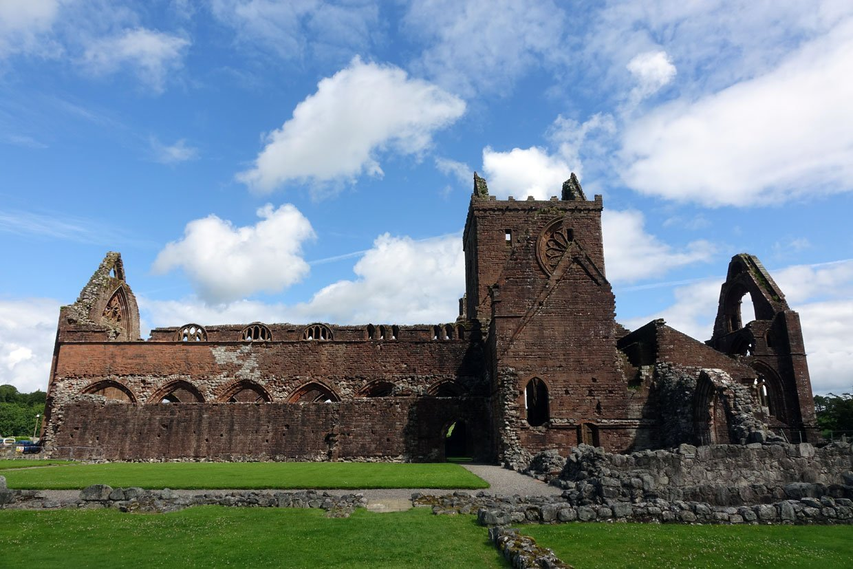 full view of sweetheart abbey