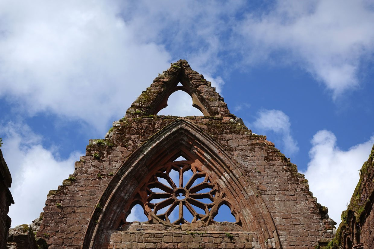 DSC05417 Sweetheart Abbey – Built in memory of true love