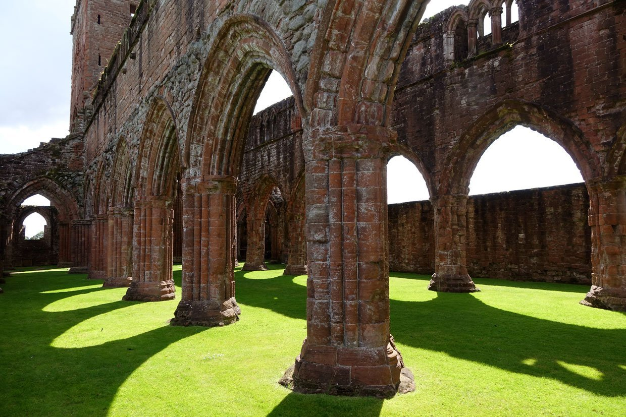 DSC05432 Sweetheart Abbey – Built in memory of true love