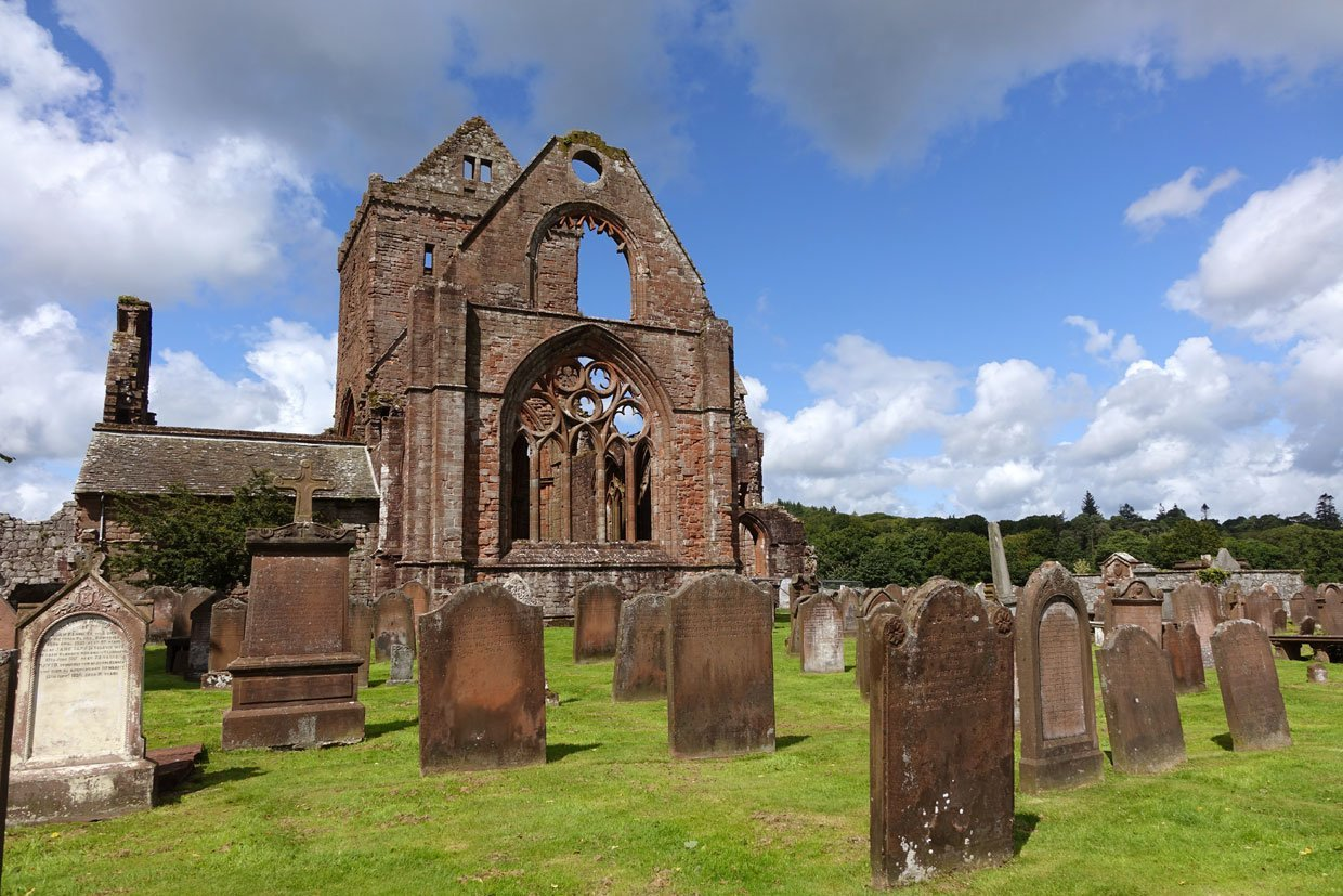 DSC05438 Sweetheart Abbey – Built in memory of true love