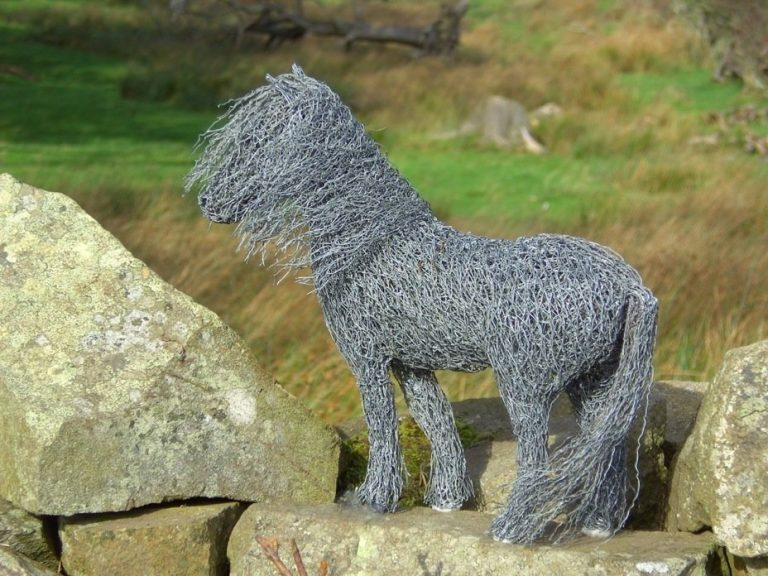 Sculptures of the natural world: made from reused wire