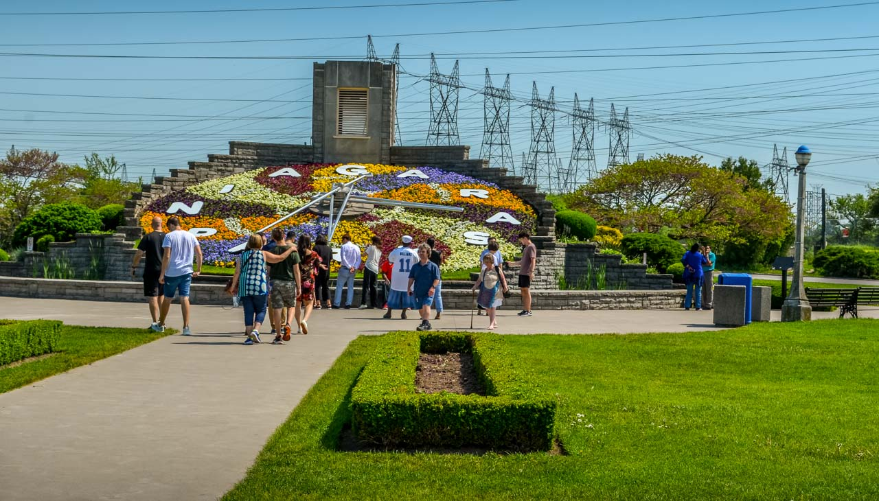 Floral-Clock Niagara-On-The-Lake – Photos and More