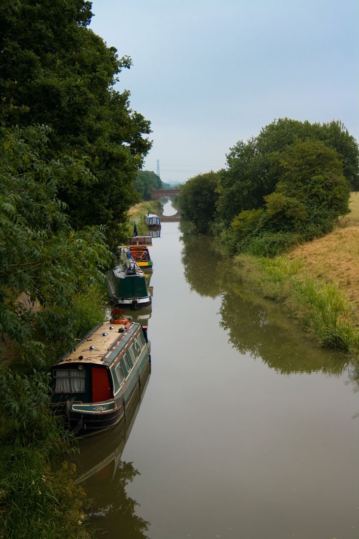 Wiltshire – Walking Along The Kennet and Avon Canal