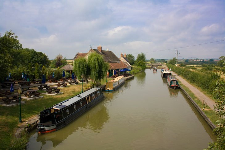 Wiltshire – Walking Along The Kennet and Avon Canal 1