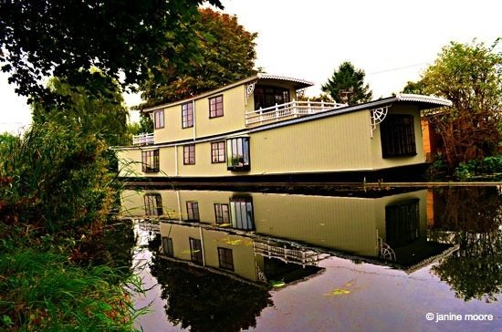 Image-2.-Houseboat Derbyshire to Nottinghamshire, A Tranquil Canal and Riverside Walk