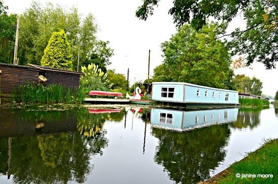 Image-3.-Second-Houseboat Derbyshire to Nottinghamshire, A Tranquil Canal and Riverside Walk