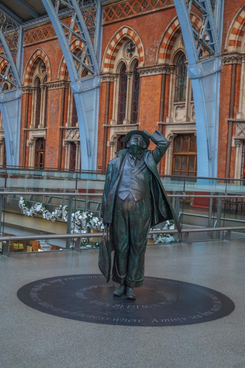 John-Betjeman St Pancras International - Gateway to European Adventure