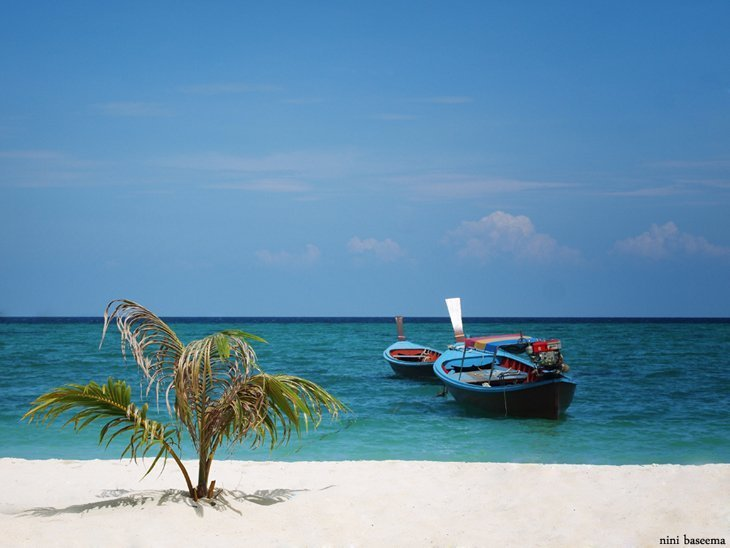 Island hopping in the Andaman sea in Thailand
