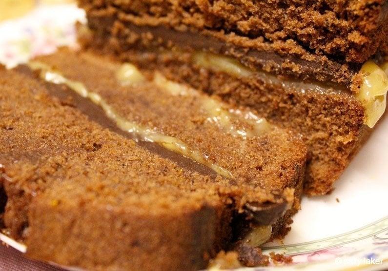 orange filling in loaf cake