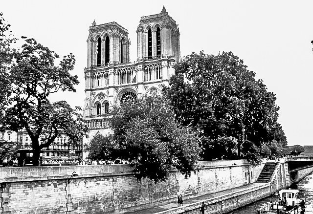 Notre-Dame-1-bw Paris - People, Places and Spaces