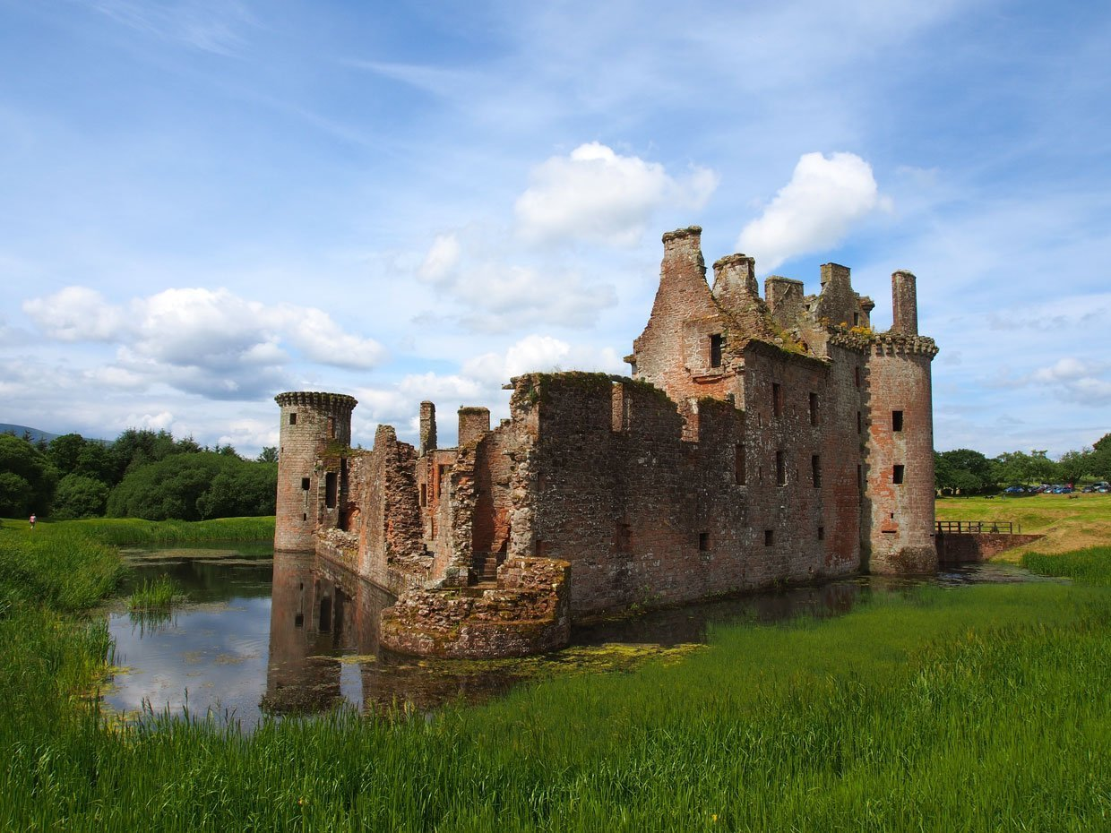 Caerlaverock Castle – Scotland's fascinating medieval fortress