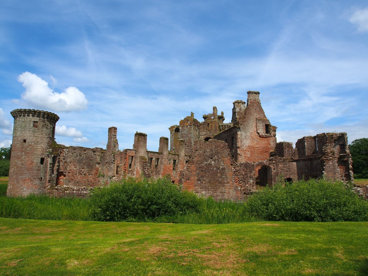 P62203941 Caerlaverock Castle – Scotland's fascinating medieval fortress