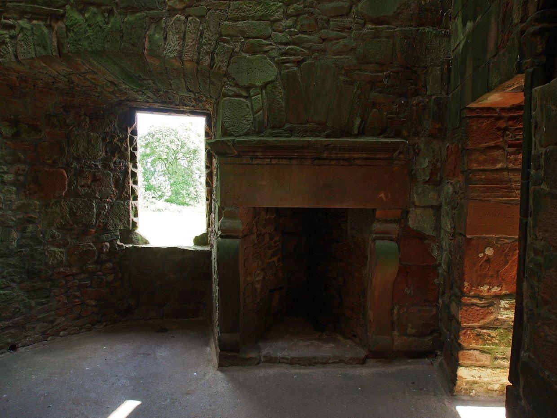 P62204761 Caerlaverock Castle – Scotland's fascinating medieval fortress