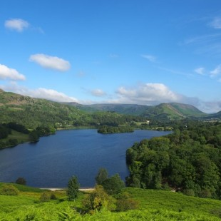 Loughrigg Fell – A walk up above the many lakes
