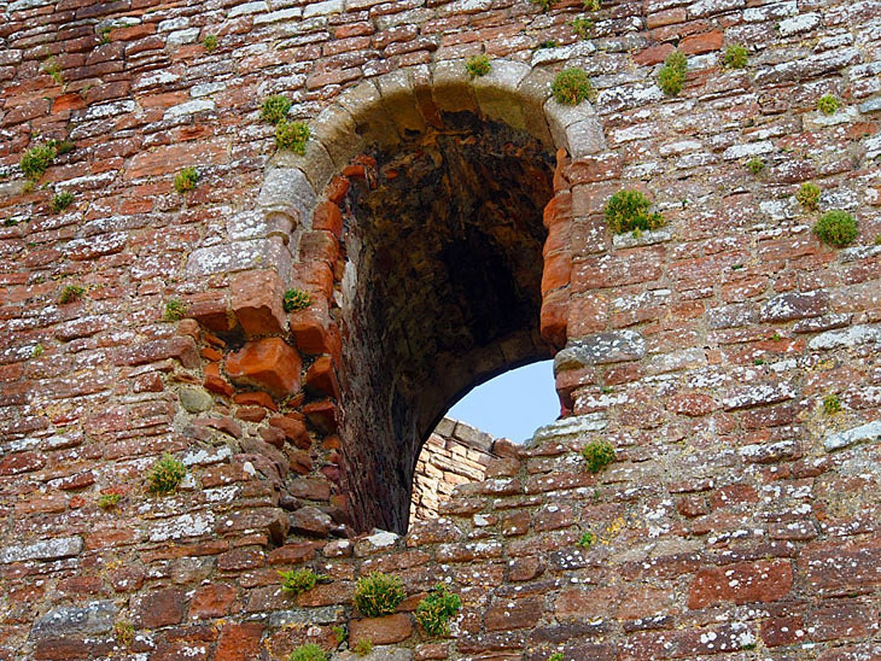 P8070057B1 Brougham Castle: the picturesque ruin